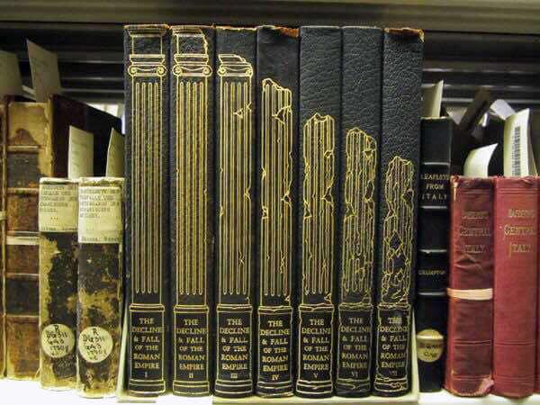 I sei volumi dell'opera Decline and Fall of the Roman Empire di Edward Gibbon