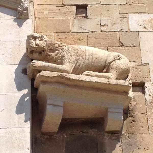 Scultura di leone sul duomo di Atri